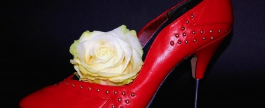 Welche Schuhe tragen Frauen im Sommer?