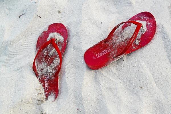 rote strand sandalen