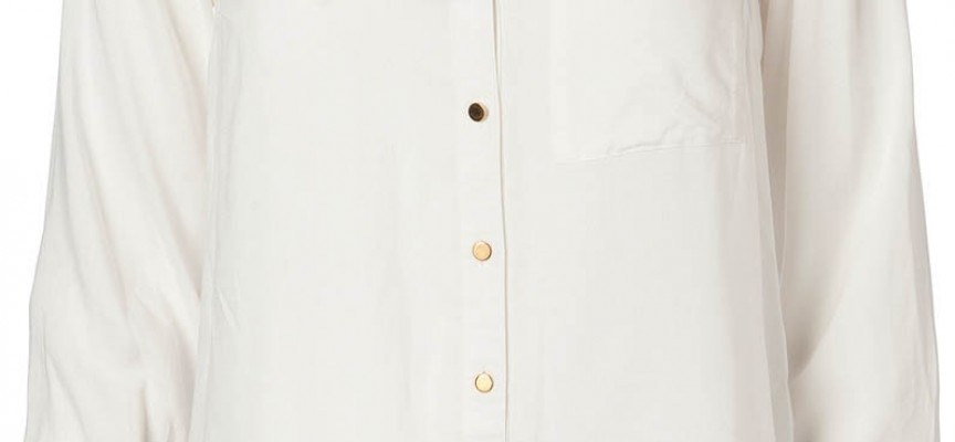 Weiße Blusen und Hemden als Modetrend