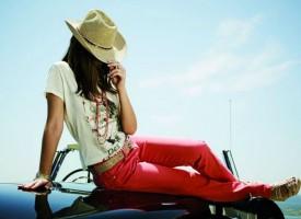 Dauerbrenner: Bunte Jeanshosen