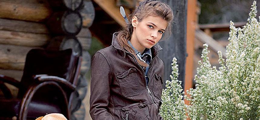 holzhaus-model-jeans