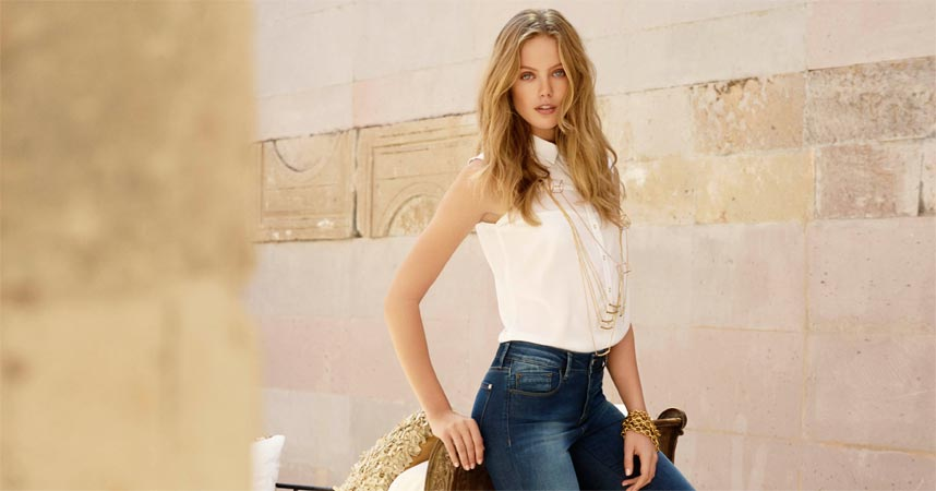 frau-in-denim-jeanshose