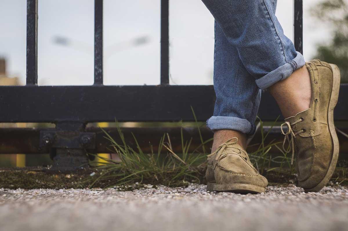 Hose gekrempelt Schuhe