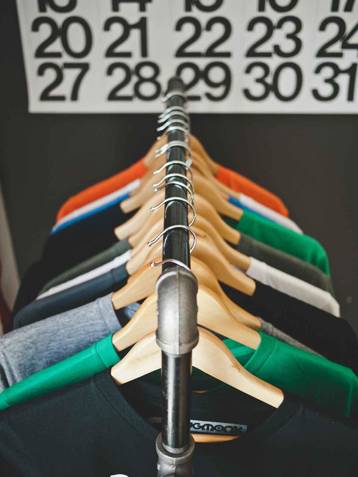 Kleiderschrank Bügel Shirts