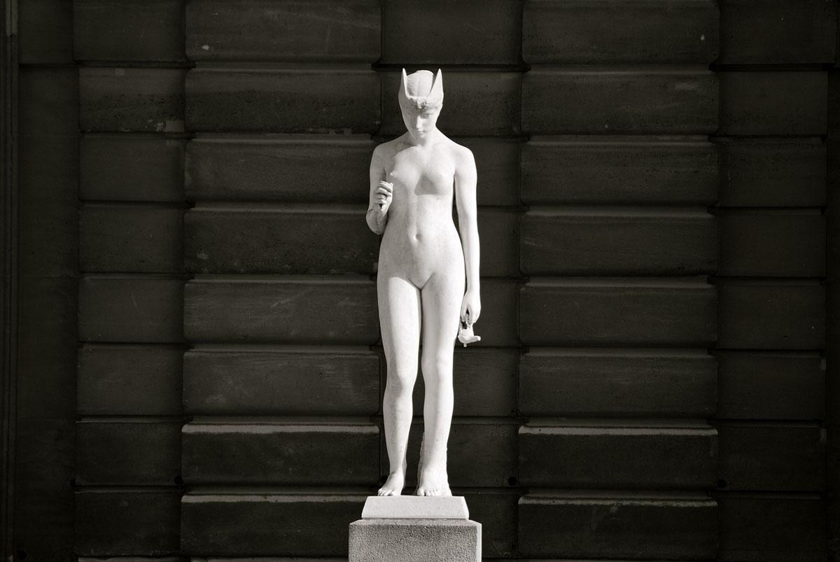Statue Frau Marmor