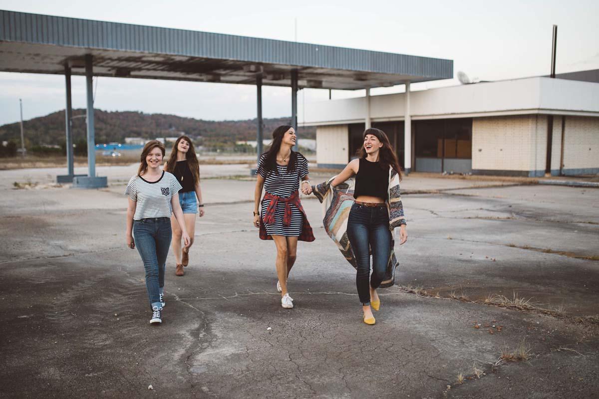 Girlsgroup Modetrends Streifen