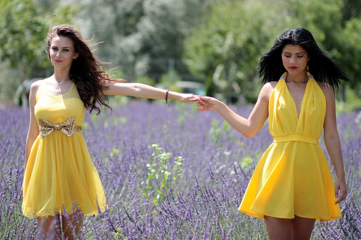 Kleid Gelb Schleife