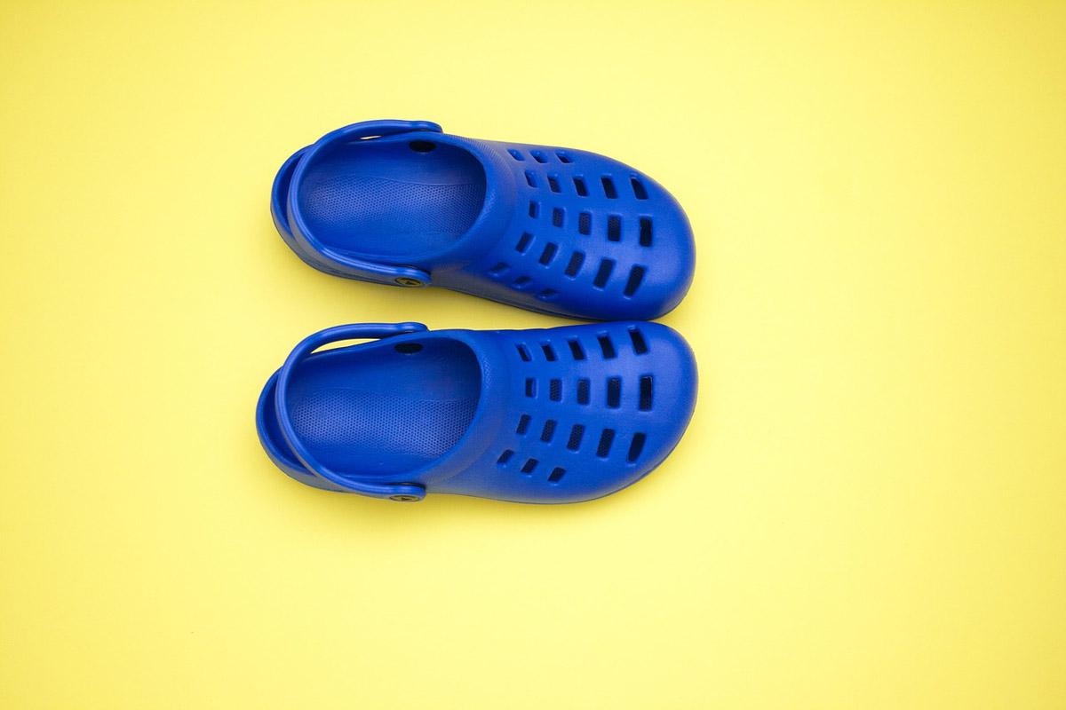 crocs-blau-hausschuh