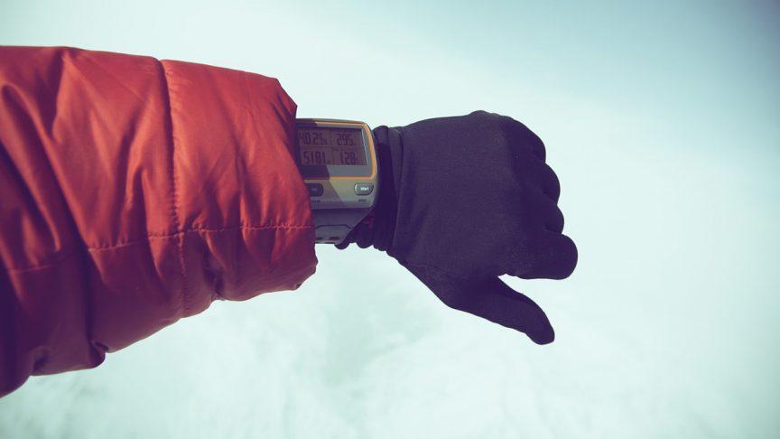 uhr-daunenjacke-wintersport