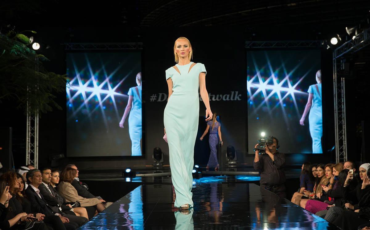 Laufsteg Model Abendkleid
