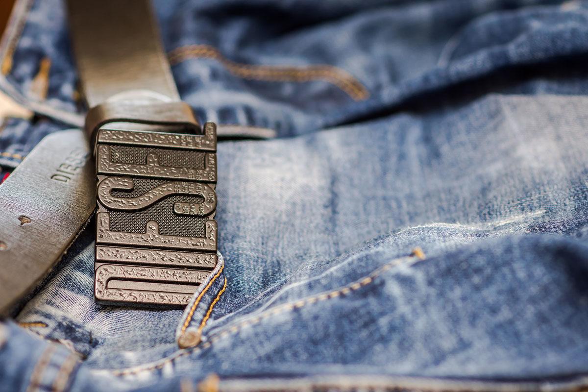 Diesel Gürtel Jeanshose