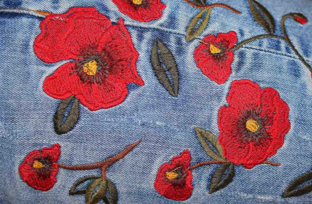 Stickerei Blumen Denim
