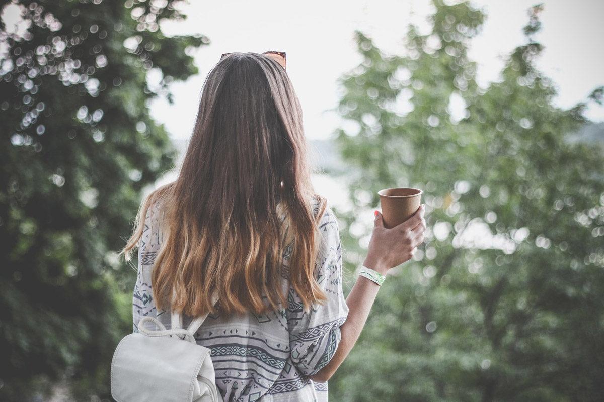 kaffee rucksack shirt frau